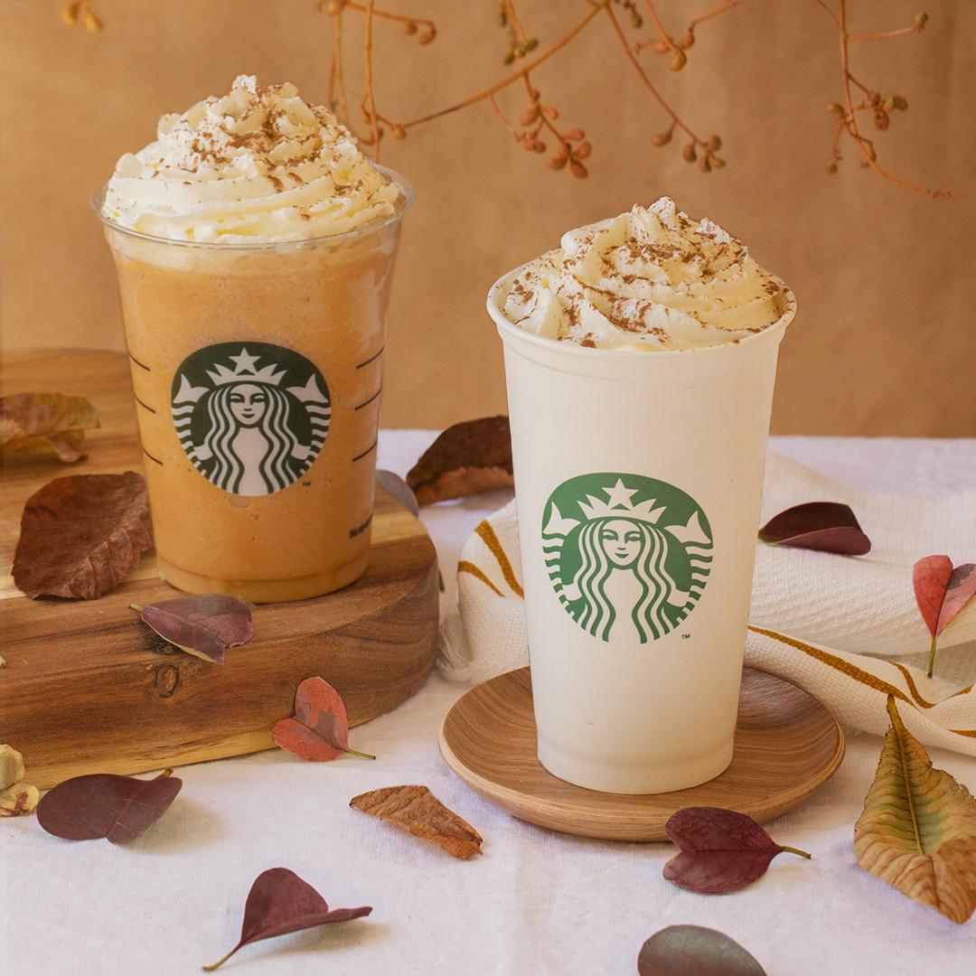 Bebidas de Starbucks de calabaza con hojas caídas y colores otoñales